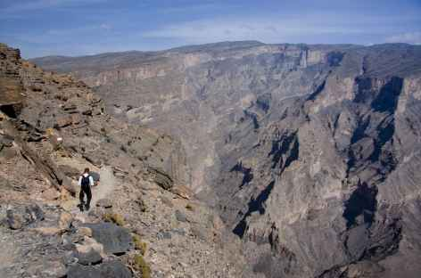 Randonnée en balcon au Grand Canyon d'Arabie - Oman -