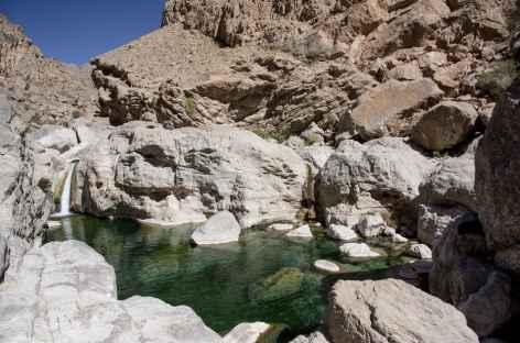 Vasque aux eaux limpides de wadi Bani Khalid - Oman -