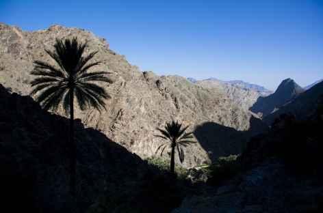 Marche dans les montagnes du Wadi Bani Awf - Oman -