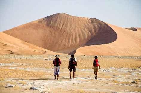 Marche dans les grandes dunes du Rub Al Khali - Oman -
