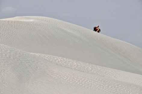 Marche dans le Désert Blanc - Oman -