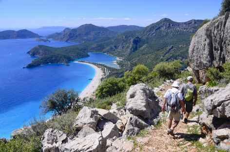 Descente vers la superbe lagune d'Ölüdeniz, Lycie - Turquie -