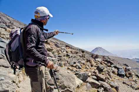 Notre guide de montagne pointant le Petit Ararat - Turquie -