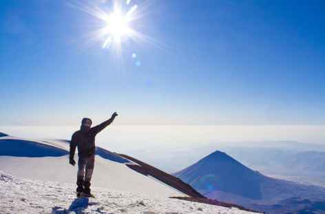 Arrivée à la crête sommitale (5137 m) du Mont Ararat - Turquie -