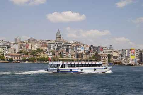 Le Bosphore et la tour Galata à Istanbul - Turquie -