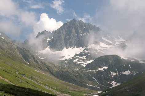 En direction de Yukari Kavron, massif du Kackar -