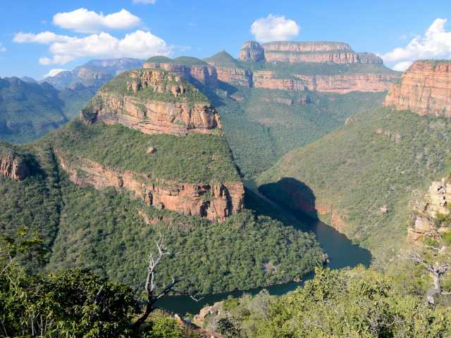 Rando face aux Three Rondavels, Blyde River Canyon - Afrique du Sud, © Julien Erster - TIRAWA
