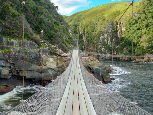 Pont suspendu surplombant la rivière Storms - Afrique du Sud,