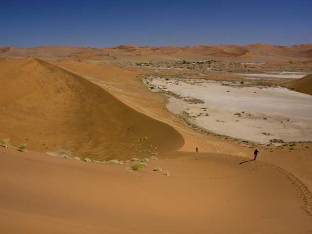 Montée à Big Daddy, Deadvlei - Namibie, © Julien Erster - TIRAWA