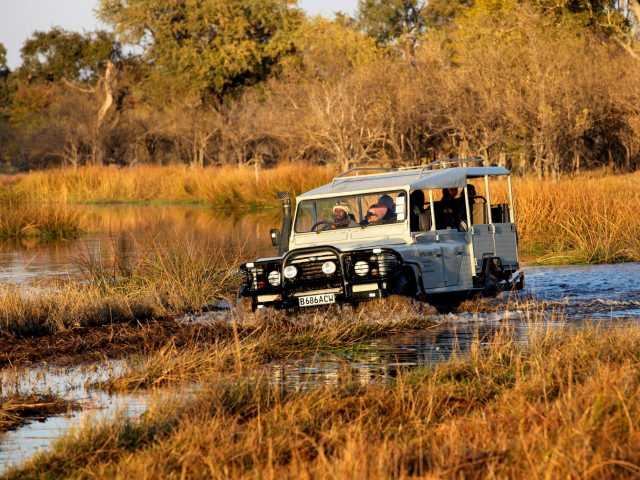 Traversée de gués dans la réserve de Moremi - Botswana, © Christian Juni - TIRAWA