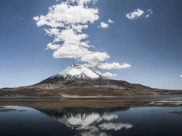Parinacota sur fond de lac Chungara - Chili, © Julien Freidel - TIRAWA