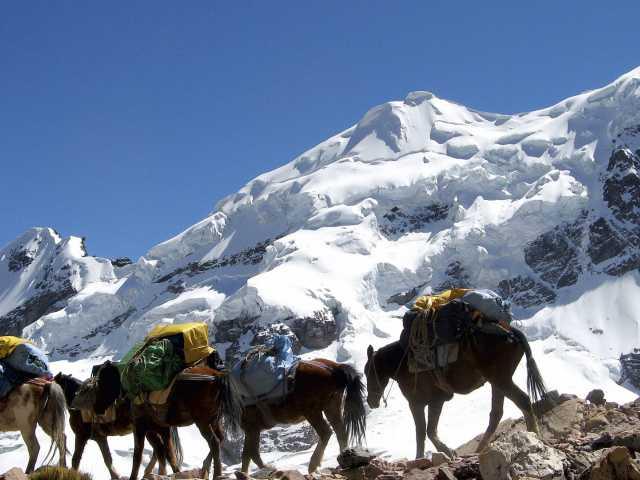 Passage du col Jampa au plus près des glaciers - Pérou, © Daniel Hué