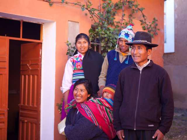 Notre famille d'accueil sur l'île d'Amantani - Pérou, © Christian Juni - TIRAWA