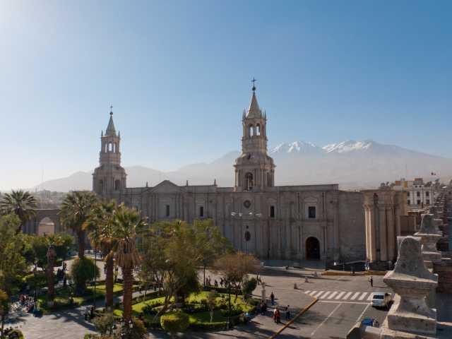 Arequipa, place d'Armes et cathédrale - Pérou, © Christian Juni - Tirawa