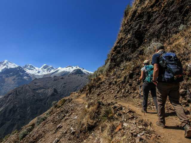 Derniers efforts avant l'arrivée au col San Juan (4120 m) - Pérou, © Stéphane Vallin