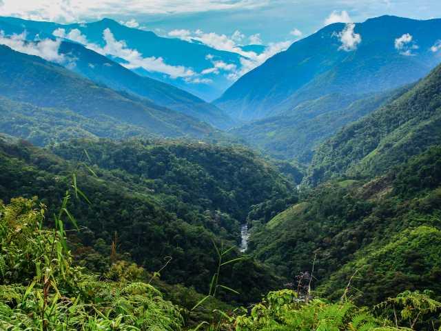 Belle vue sur les derniers plissements des Andes - Pérou, © Stéphane Vallin