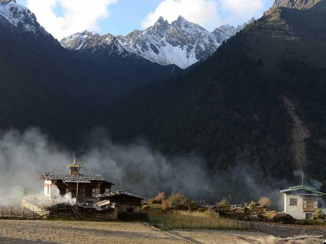 Le petit temple de Laya - Bhoutan, © Robert Dompnier - Tirawa