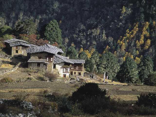 Village de Laya au Nord Ouest du Bhoutan, © Robert Dompnier - Tirawa