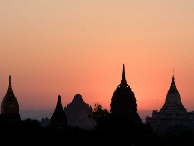 Coucher de soleil à Pagan - Birmanie, © Julien Freidel - Tirawa
