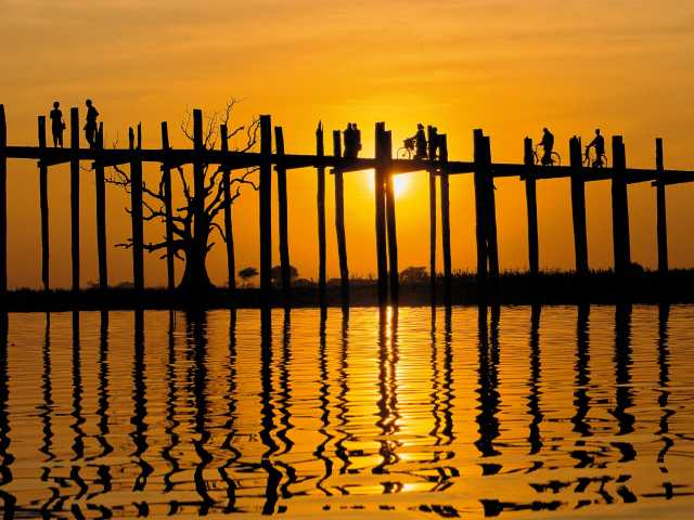 Le pont d'Amarapoura au coucher du soleil - Birmanie, © Robert Dompnier - Tirawa