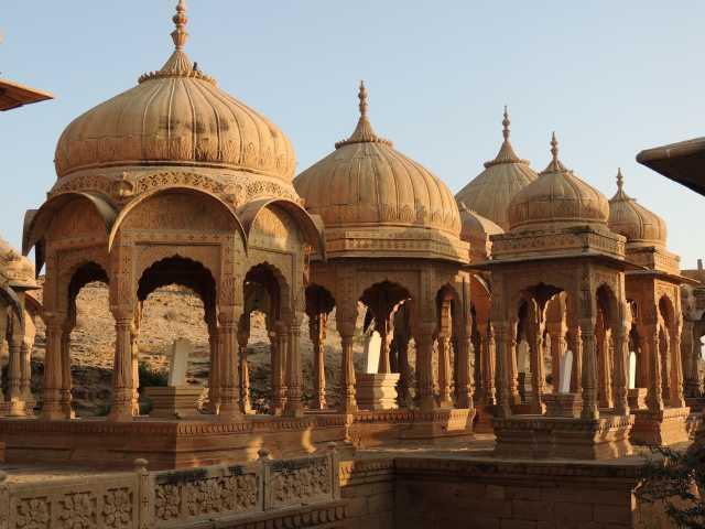 Cénotaphes à Jaisalmer, Rajasthan, Inde, © Guillaume Chenot - Tirawa