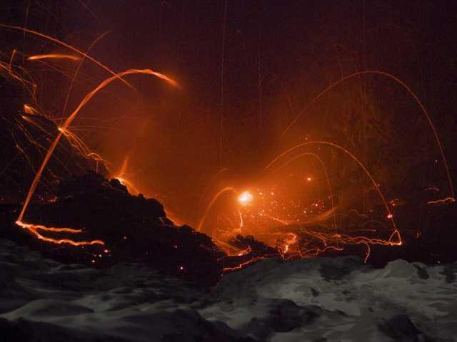 Observation nocturne du volcan Ibu, Moluques - Indonésie, © Alain de Toffoli