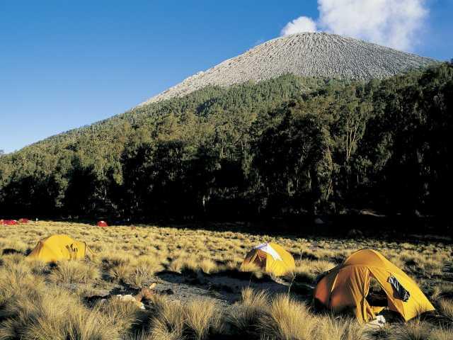 Camp de base du volcan Semeru, Java - Indonésie, © Christian Juni - TIRAWA