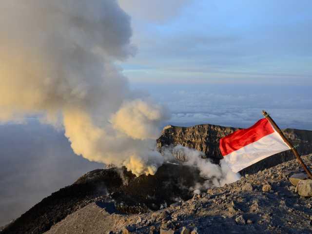 Cratère du volcan Semeru, Java - Indonésie, © Julien Erster - TIRAWA