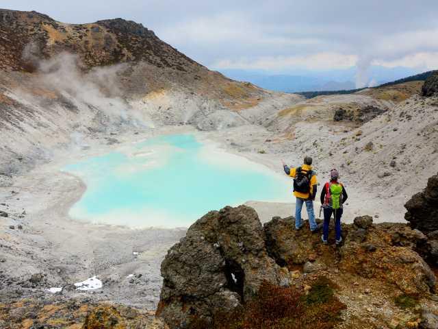 Lac de cratère du volcan Akita-Yakeyama (1366 m) - Japon, © Julien Erster - TIRAWA