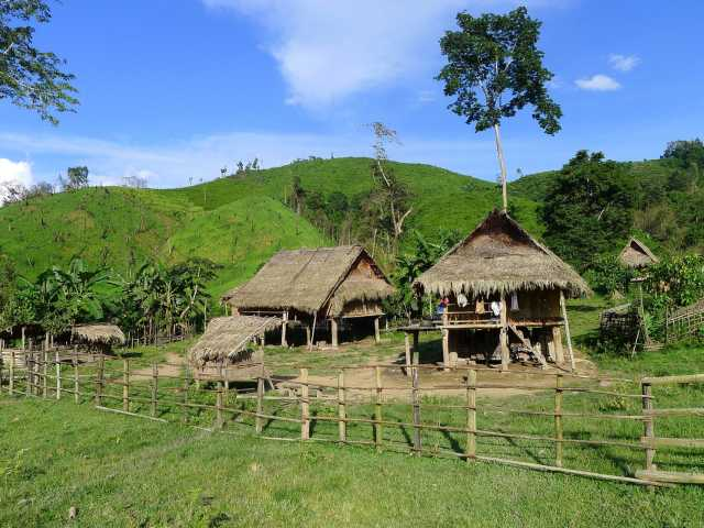 Le village de Ban Pang lors du trek en pays Akha - Laos, © Marc Franiatte