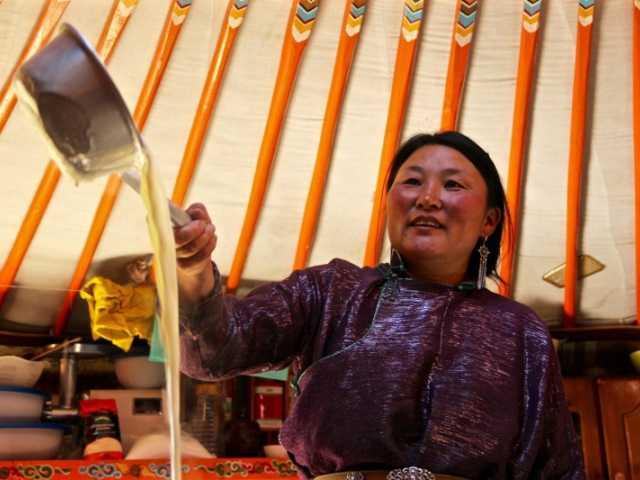 Sous la yourte, Mongolie, © Tirawa