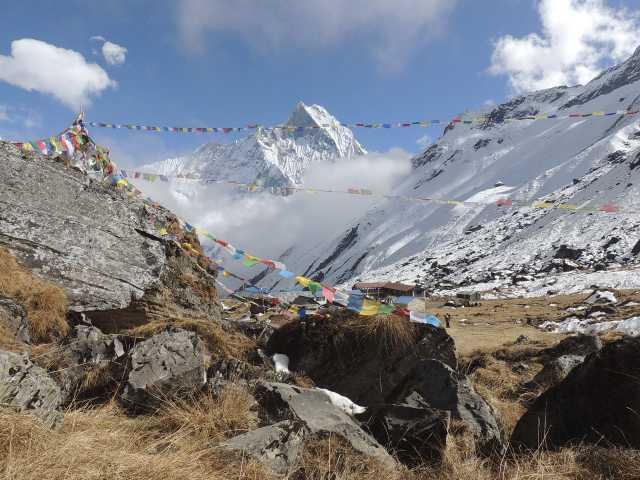 Drapeaux à prières et Stupa naturel - Népal, © Guillaume Chenot - Tirawa