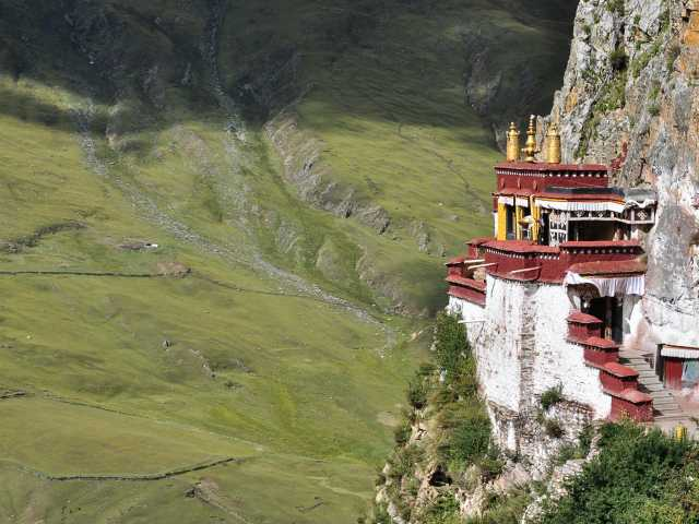 Le monastère de Drak Yerpa, en nid d'aigle - Tibet, © Géraldine Benestar - Tirawa