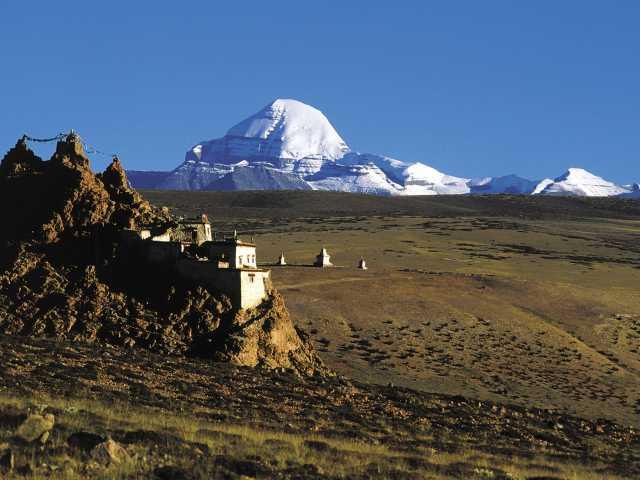 Monastère de Chiu devant le Kailash , © Robert Dompnier - Tirawa
