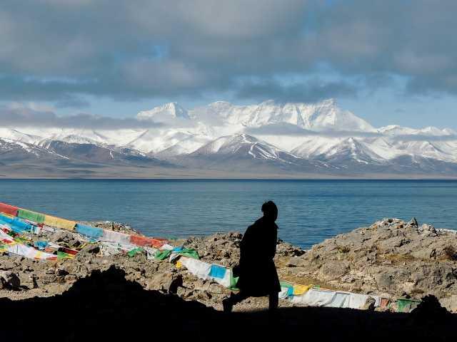 Vue sur les sommets depuis le lac Namtso - Tibet, © Guillaume Chenot - Tirawa