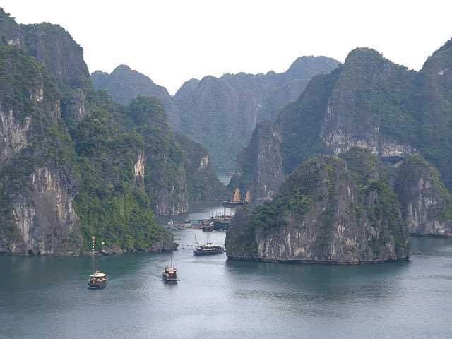 Navigation dans la baie d'Halong Vietnam, © Christian Juni - Tirawa