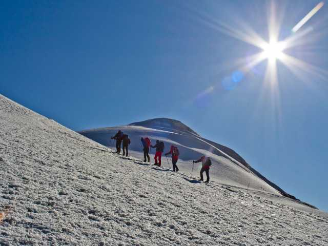 Dernier effort avant le sommet du Mont Ararat (5137 m), © Julien Erster - TIRAWA
