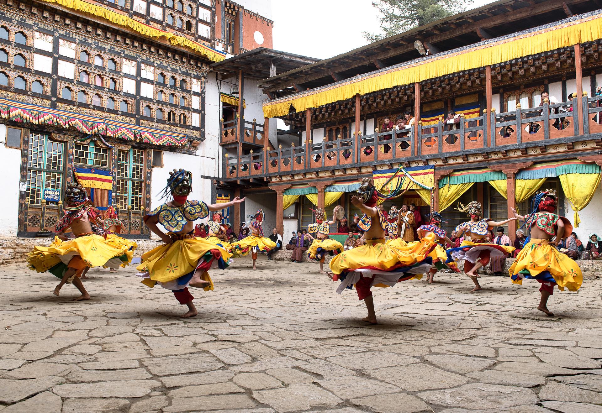au son des trompes festivals danses sacrées bhoutan