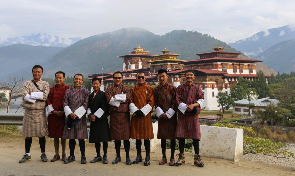 Equipe de guides et chauffeurs au Bhoutan - Tirawa