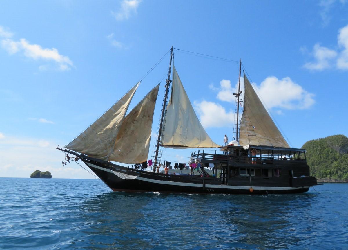 bateau traditionnel indonésien pour notre croisière raja ampat