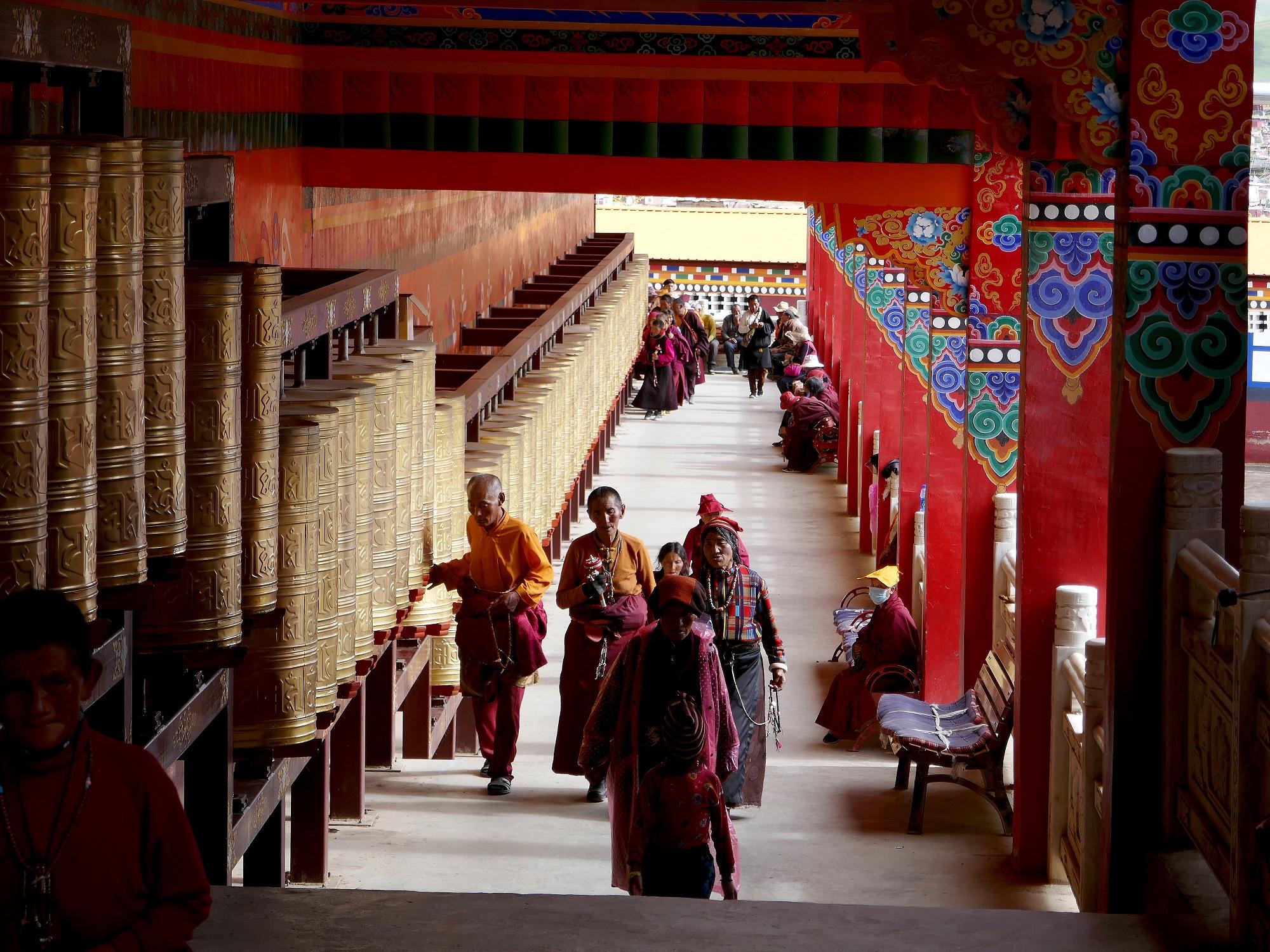 Pèlerins au monastère de Yachen