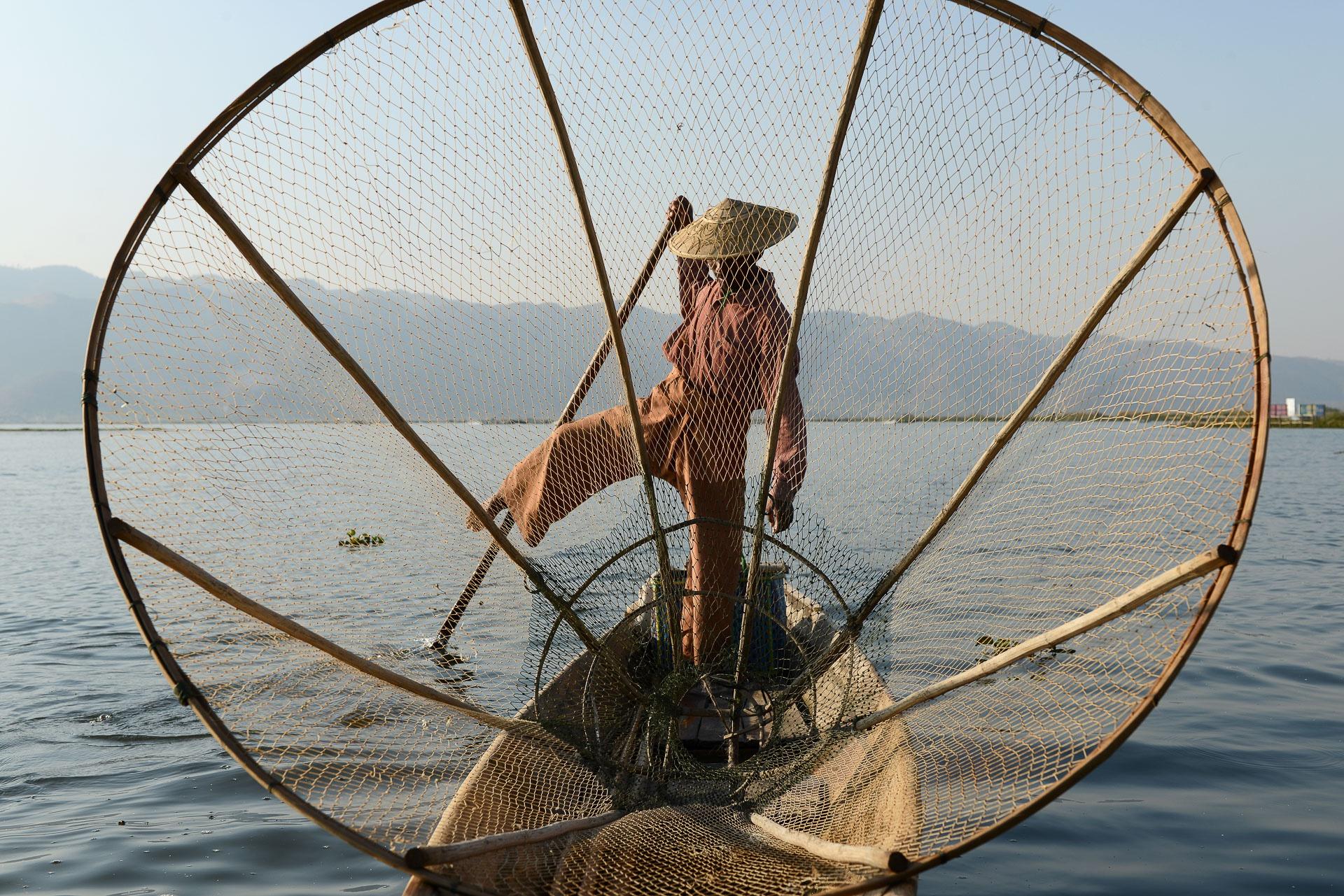 Pêcheur Intha sur le lac Inle - Birmanie