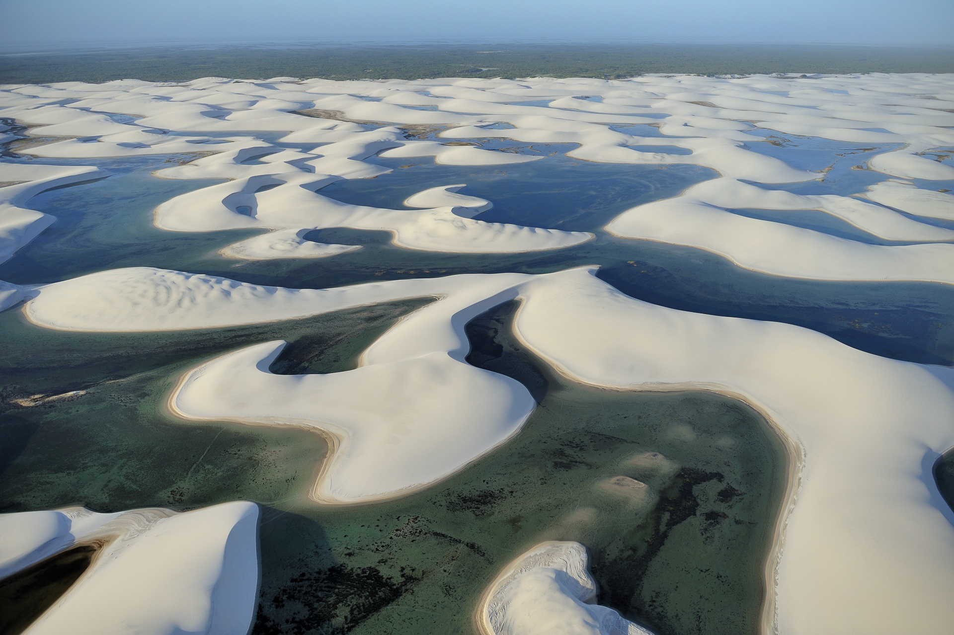 Dunes et lagunes du parc national Lençois Maranhenses