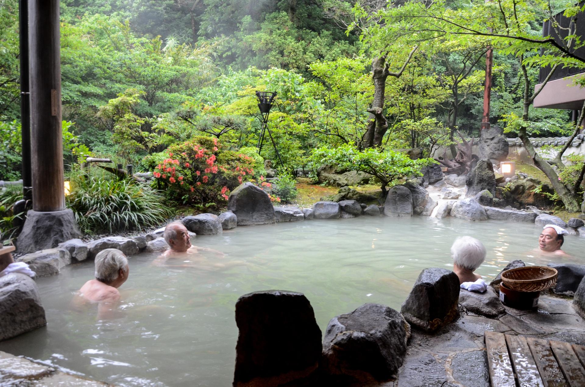 Onsen traditionnel dans le plus simple appareil, Kyushu - Japon