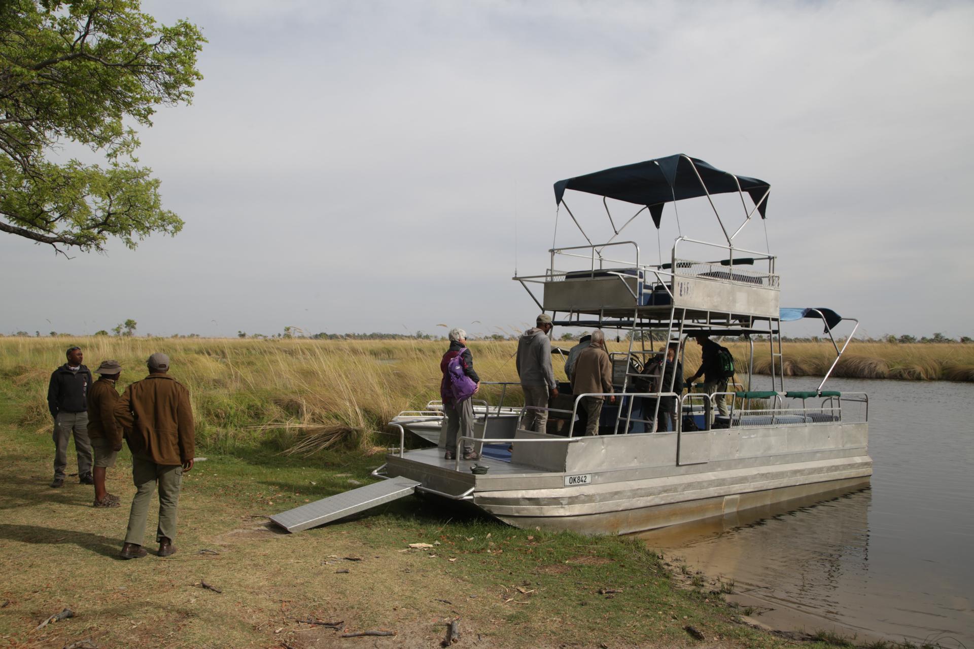 bateau navigation okavango safari botswana