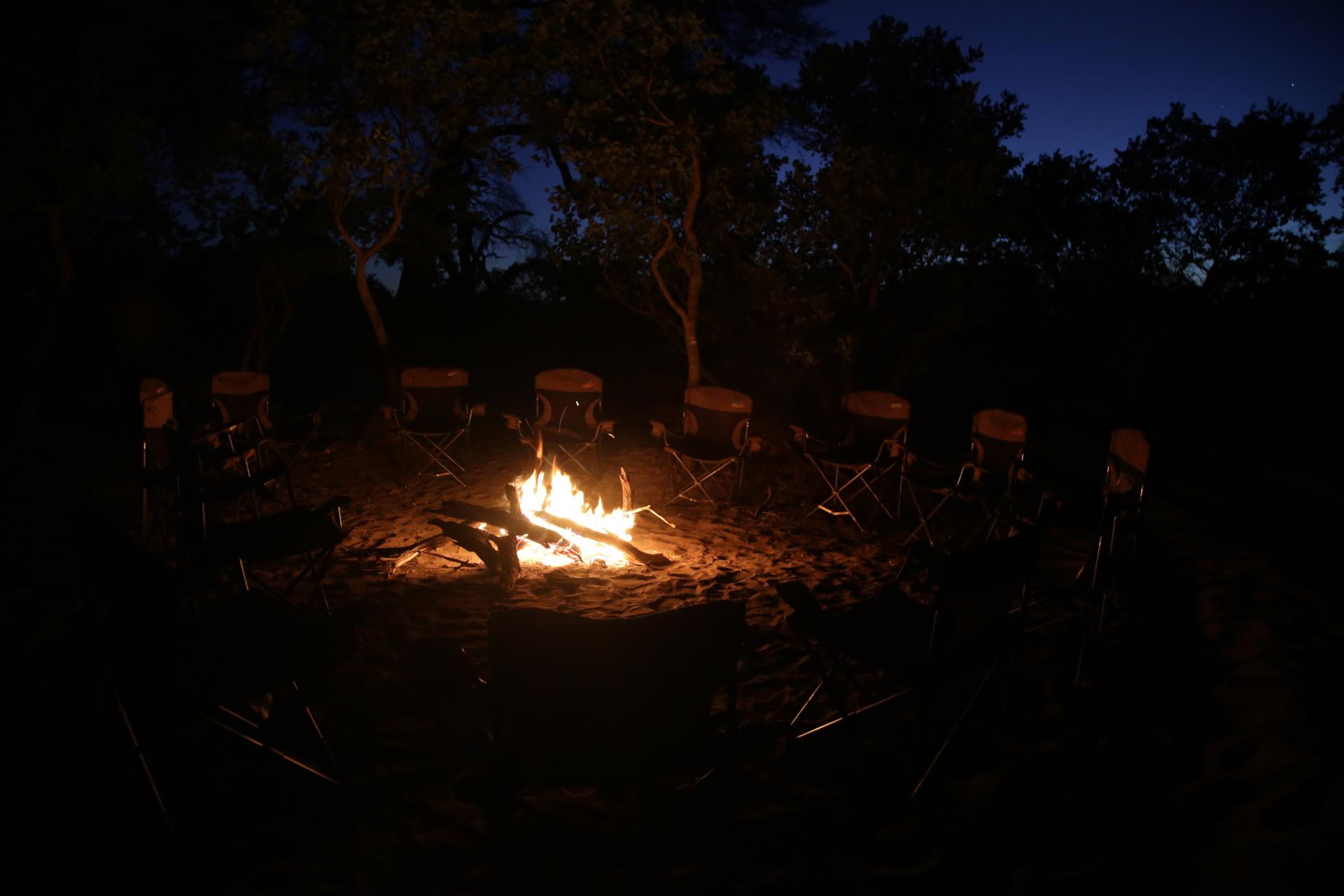Feu de camp Safari Botswana Moremi