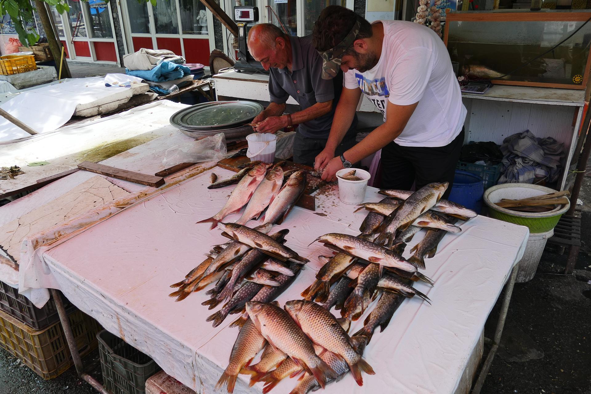 Pêcheurs sur le marché