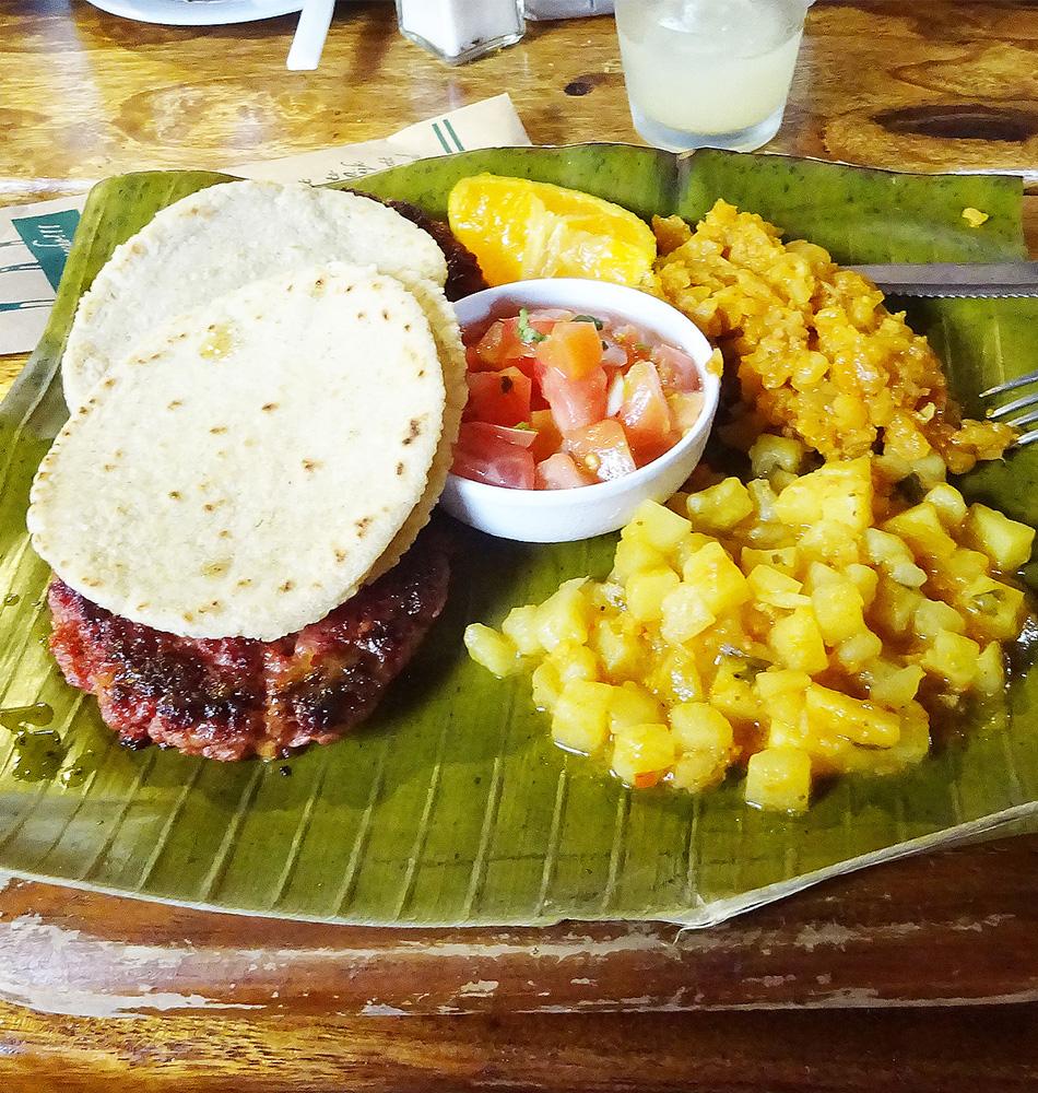Premier contact avec la nourriture du Costa Rica