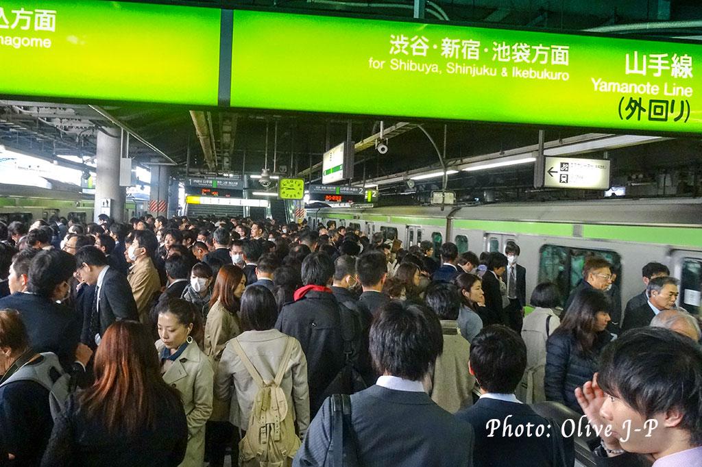 Dans la gare de Shinagawa, Tokyo