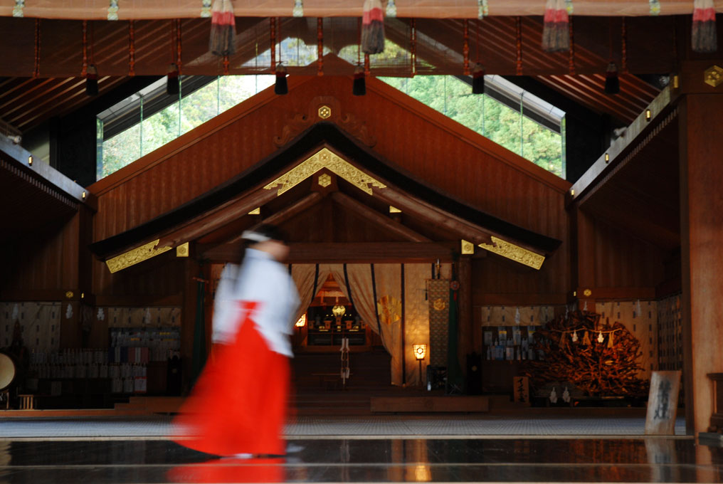 Prêtresse shintoïste à Nikko